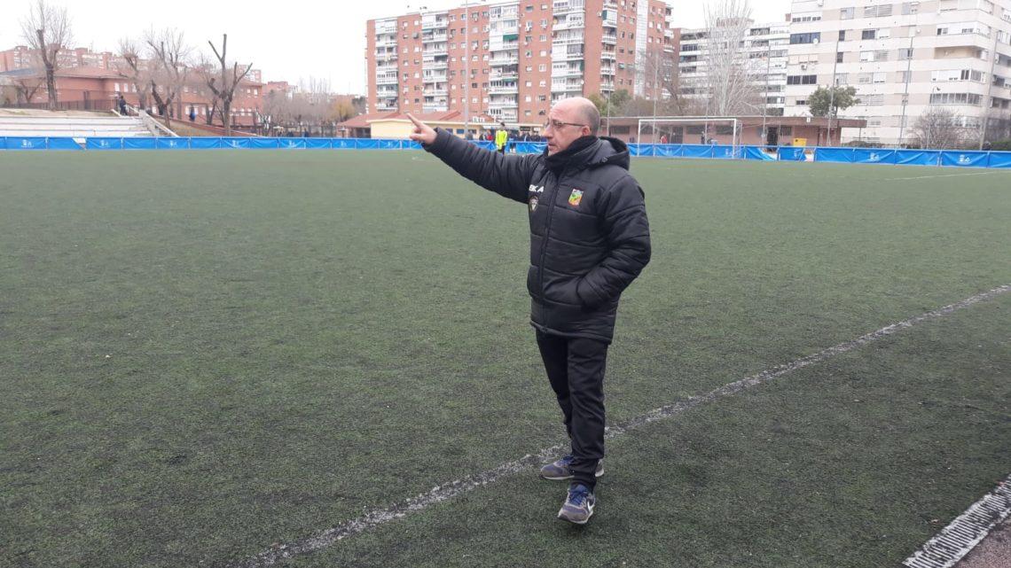"""José Tomás Molina, entrenador del Juvenil 'B': """"El entrenador que trabaje bien, sea serio y tenga respeto hacia sus futbolistas, los tendrá siempre motivados"""""""